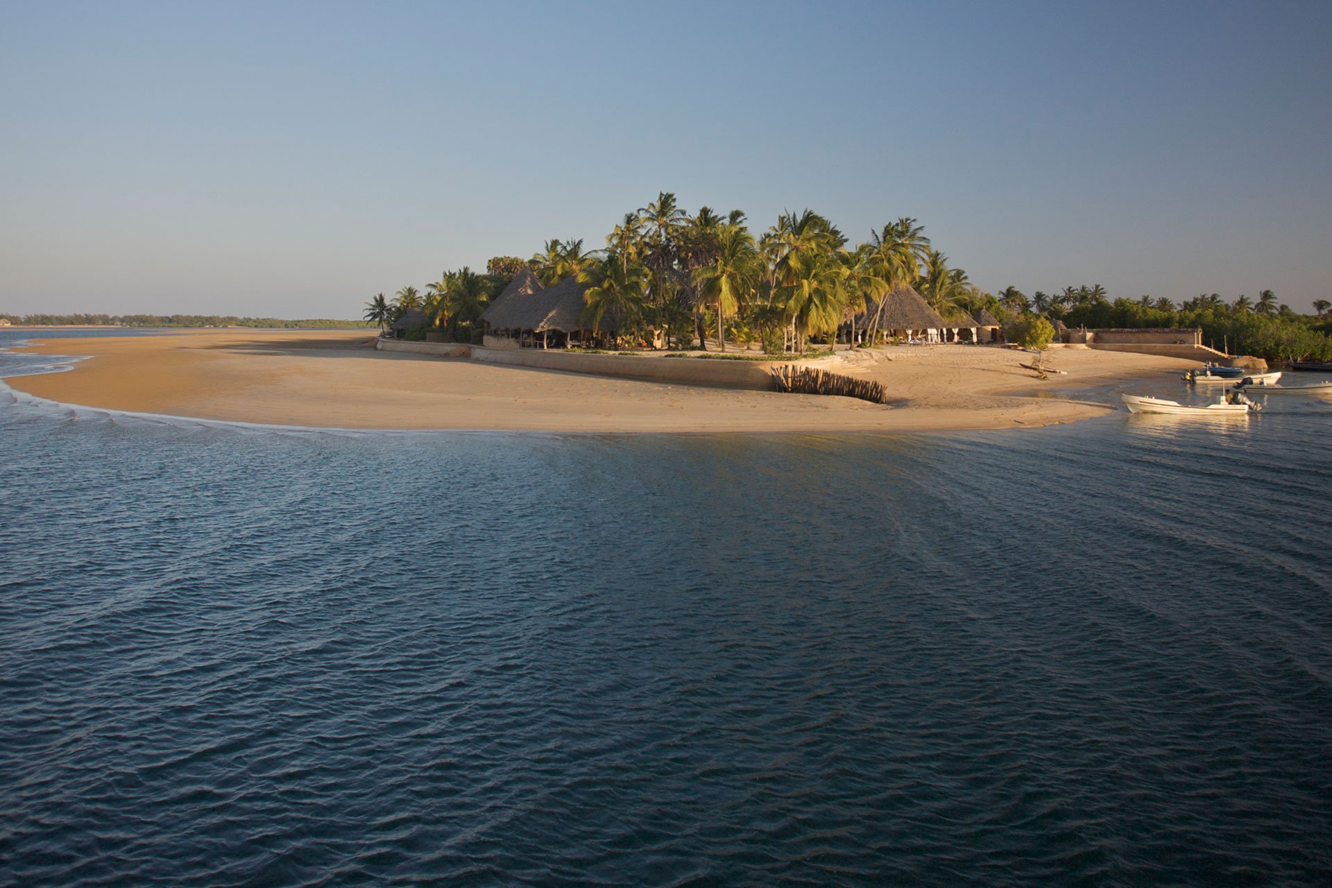 Stay for 4, Pay for 3 at Manda Bay
