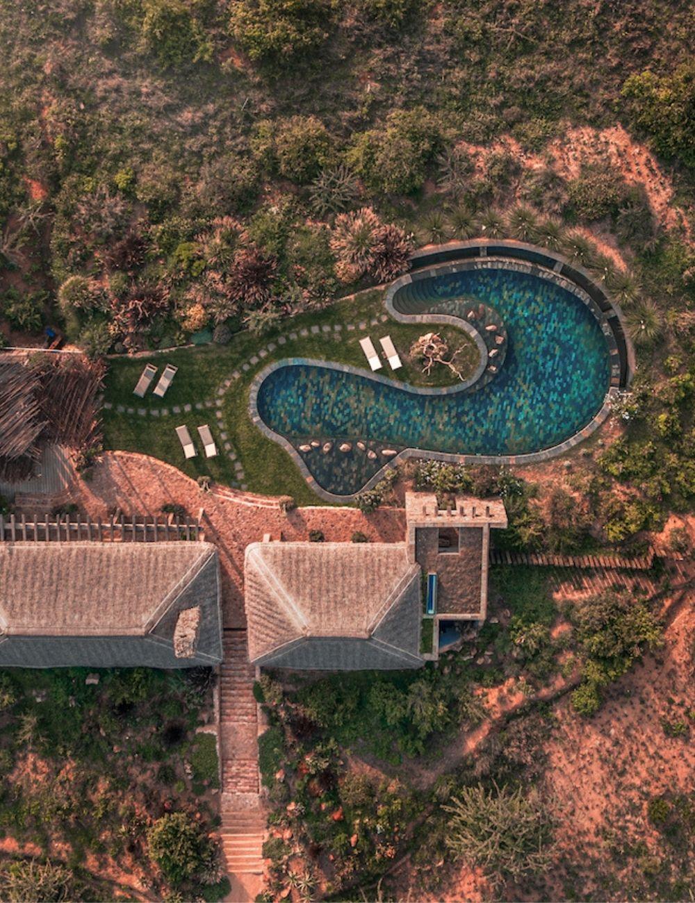 Pool House, Lengishu